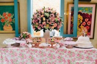 Ideia de mesa com flores!